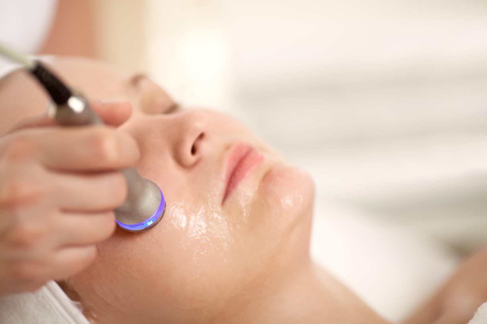 Kuracja odmładzająca falami radiowymi w kosmetologii