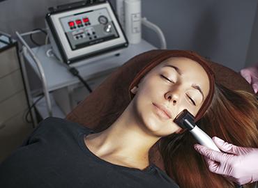 Żelazko przeciwzmarszczkowe w salonie kosmetologicznym Szczecin centrum