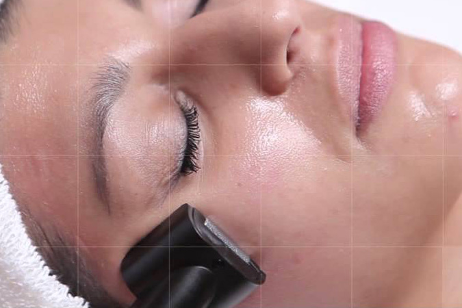 Kuracja żelazkiem przeciwzmarszczkowym to efekty jędrnej skóry